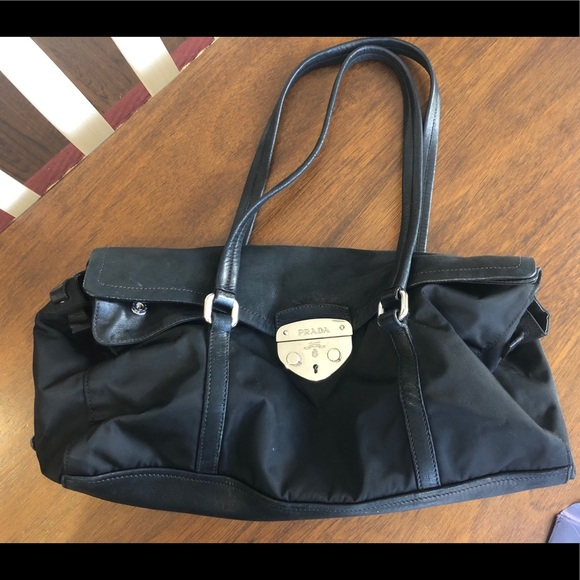 2ce5ae3304ce Authentic vintage Prada Tessuto purse - Nero. M 5c191616409c15441429ba1e